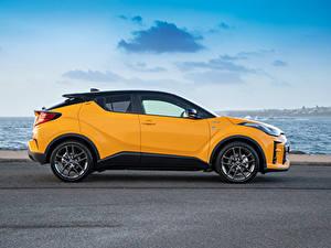 Fotos Toyota Crossover Gelb Metallisch Seitlich Hybrid Autos C-HR Hybrid GR Sport, AU-spec, 2020