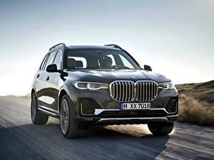 Bilder BMW Grau Metallisch Fahrendes 2019 X7 G07 auto