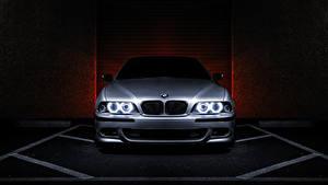 Bureaubladachtergronden BMW Vooraanzicht Zilveren kleur E39 540i Auto