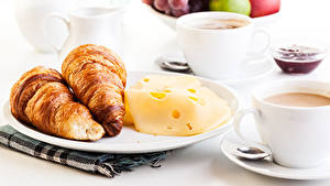 Fotos Croissant Käse Kaffee Frühstück Teller Tasse