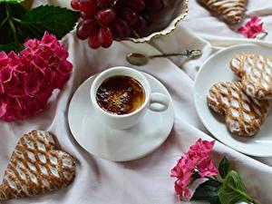 Bilder Kaffee Kekse Hortensien Cappuccino Tasse Herz Untertasse Lebensmittel