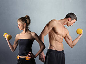 Hintergrundbilder Fitness Mann Grauer Hintergrund 2 Muskeln Hantel