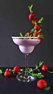 Fotos Erdbeeren Joghurt Grauer Hintergrund Design Weinglas