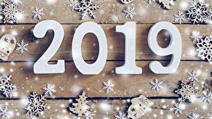 Fotos Neujahr Bretter 2019 Schneeflocken Schnee Weihnachtsbaum