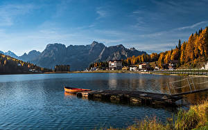 Hintergrundbilder Italien See Bootssteg Haus Berg Boot Herbst Lake Misurina, Veneto