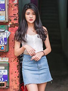 Fotos Asiaten Brünette Rock Unterhemd Starren