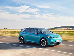 Hintergrundbilder Volkswagen Straße Bewegung Hellblau Metallisch ID.3 1ST Worldwide, 2020 auto