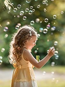 Bilder Seifenblasen Kleine Mädchen Dunkelbraun Hand Bokeh George Dyakov