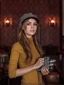 Hintergrundbilder Braune Haare Starren Sweatshirt Bokeh Hand Barett Maxim Guselnikov Mädchens