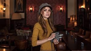 Hintergrundbilder Braune Haare Starren Sweatshirt Bokeh Hand Barett Maxim Guselnikov