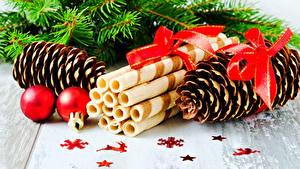 Bilder Neujahr Kekse Zapfen Kugeln Schleife das Essen