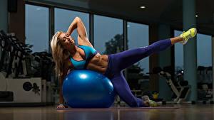Fotos Fitness Blond Mädchen Ball Uniform Bein Turnschuh Sport Mädchens