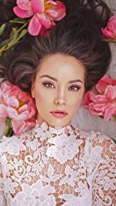 Bilder Pfingstrosen Asiatische Braunhaarige Blick Schön Mädchens