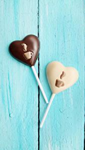 Papéis de parede Dia dos Namorados Confecção Bala (doce) Chocolate Tábuas de madeira 2 Coração Design Alimentos