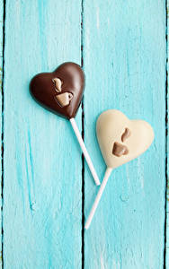 Hintergrundbilder Valentinstag Süßware Bonbon Schokolade Bretter 2 Herz Design Lebensmittel