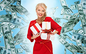 Hintergrundbilder Papiergeld Dollars Blondine Lächeln Geschenke Starren Kleid Mädchens
