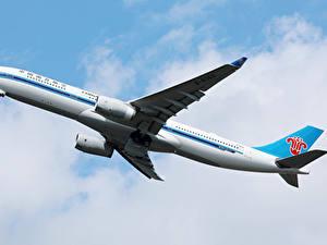 Bilder Airbus Flugzeuge Verkehrsflugzeug Flug A330 Luftfahrt