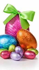 Hintergrundbilder Ostern Eier Schleife Weißer hintergrund das Essen