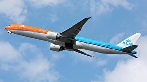 Hintergrundbilder Boeing Flugzeuge Verkehrsflugzeug Flug KLM Orange livery b777 Luftfahrt