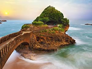 Bilder Brücken Meer Frankreich Felsen Biarritz Natur