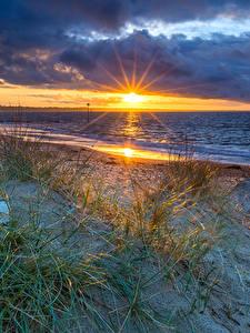 Fotos England Landschaftsfotografie Sonnenaufgänge und Sonnenuntergänge Küste Steine Wolke Sonne Bournemouth Natur