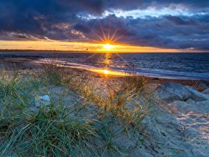 Fotos England Landschaftsfotografie Sonnenaufgänge und Sonnenuntergänge Küste Steine Wolke Sonne Bournemouth