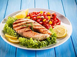 Hintergrundbilder Fische - Lebensmittel Gemüse Zitrone Lachs Bretter Teller Lebensmittel