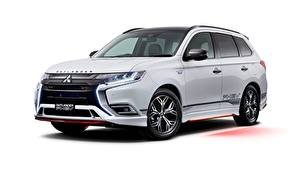 Fotos Mitsubishi Weißer hintergrund Weiß Metallisch Crossover JP-spec, Outlander, PHEV, Accessorized, 2019 Autos