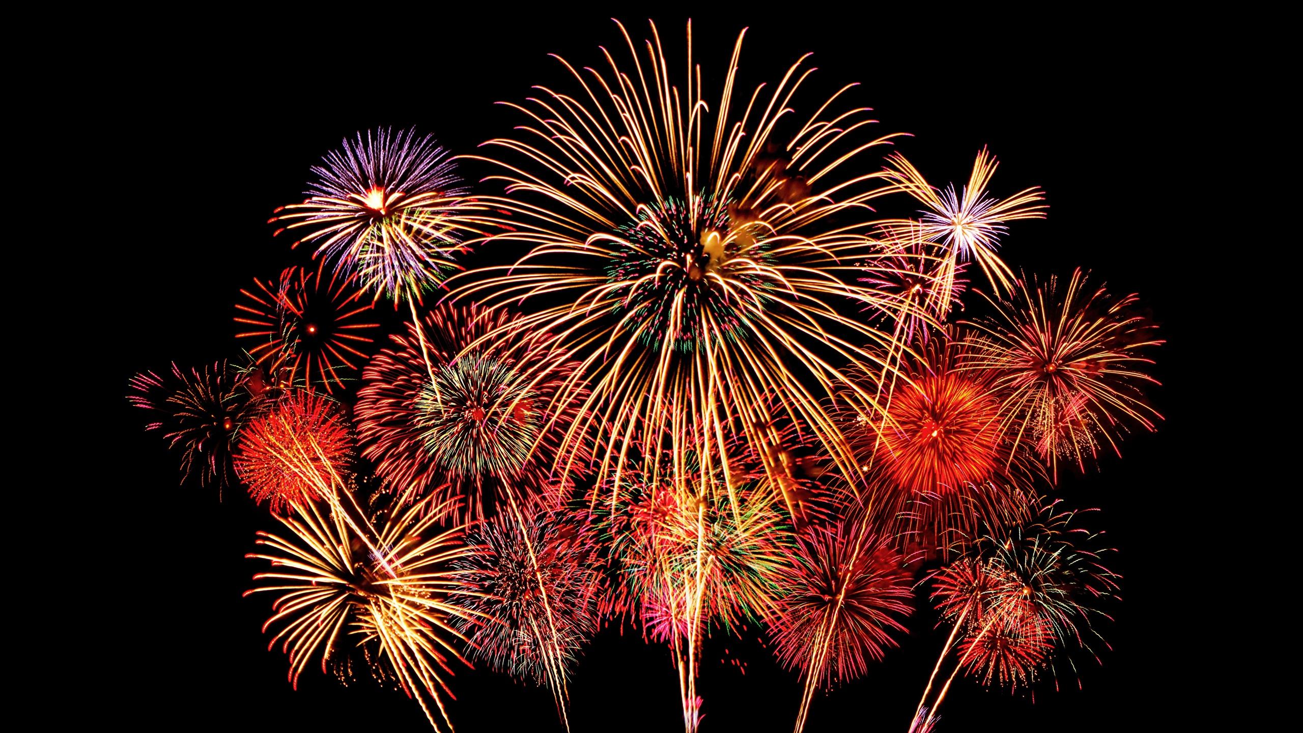 Bilder 2017 Feuerwerk Nacht Schwarzer Hintergrund 2560x1440