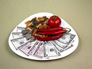 Hintergrundbilder Dollars Banknoten Geld Tomate Münze Chili Pfeffer Teller Farbigen hintergrund Makkaroni