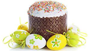 Bilder Feiertage Ostern Kulitsch Backware Zuckerguss Weißer hintergrund Eier das Essen