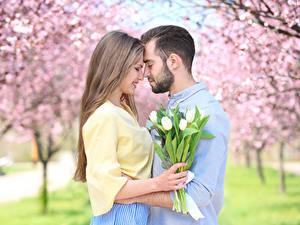 Bilder Mann Liebe Tulpen Paare in der Liebe Zwei Dunkelbraun Auf ein datum date Mädchens