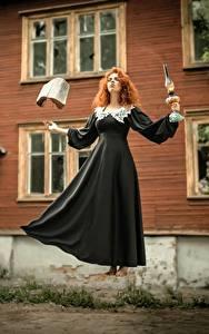 Fonds d'écran Sorcière Magie Les robes Roux Fille Livre Levitation jeune femme