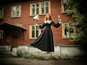 Fotos Hexe Magie Kleid Rotschopf Buch Levitation