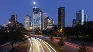 Fotos USA Gebäude Wolkenkratzer Wege Texas Nacht Mond Straßenlaterne Houston Städte