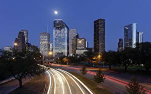 Fotos Vereinigte Staaten Gebäude Wolkenkratzer Straße Texas Nacht Mond Straßenlaterne Houston