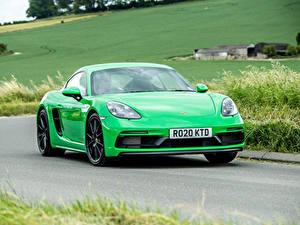 Fotos Porsche Straße Fahrendes Grün Metallisch Coupe 718 Cayman GTS 4.0, 982C, UK-spec, 2020 auto