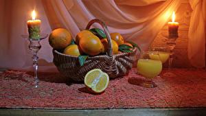 Fotos Stillleben Apfelsine Fruchtsaft Kerzen Weidenkorb Weinglas
