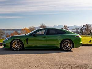 Hintergrundbilder Porsche Grün Metallisch Seitlich Panamera 4S Worldwide, (971), 2020 Autos