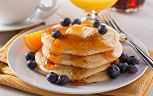 Hintergrundbilder Eierkuchen Heidelbeeren Honig Teller Lebensmittel
