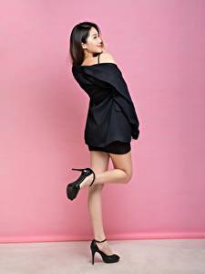 Bilder Asiaten Pose Bein Stöckelschuh Sakko Mädchens