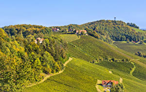 Hintergrundbilder Slowenien Acker Wald Gebäude Hügel Natur