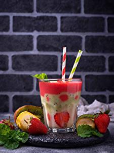 Bilder Cocktail Obst Erdbeeren Trinkglas Lebensmittel