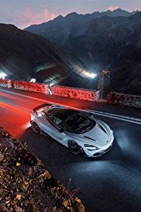 Fotos Abend McLaren Von oben 2018 Novitec 720S automobil
