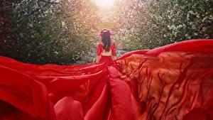 Bilder Kleid Rot Hinten Malika Drobot