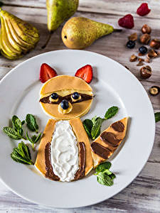 Images Pancake Strawberry Raccoons Wood planks Plate Design Food