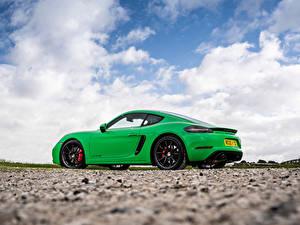 Fotos Porsche Grün Metallisch Seitlich Wolke Coupe 718 Cayman GTS 4.0, 982C, UK-spec, 2020 auto