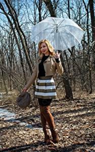 Fotos Frühling Victoria Borodinova Regenschirm Jacke Rock Bein Stiefel Blondine