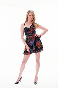 Hintergrundbilder Carla Monaco Blondine Kleid Blick Weißer hintergrund