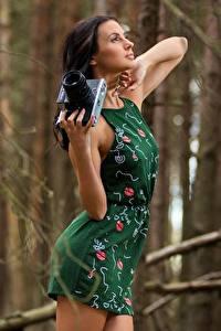 Hintergrundbilder Fotoapparat Unscharfer Hintergrund Brünette Hand Kleid Pose